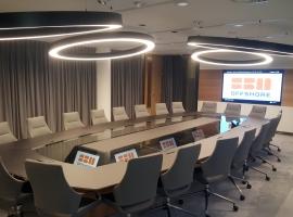 22-persoons luxe boardroom tafel met ingebouwde videodonference